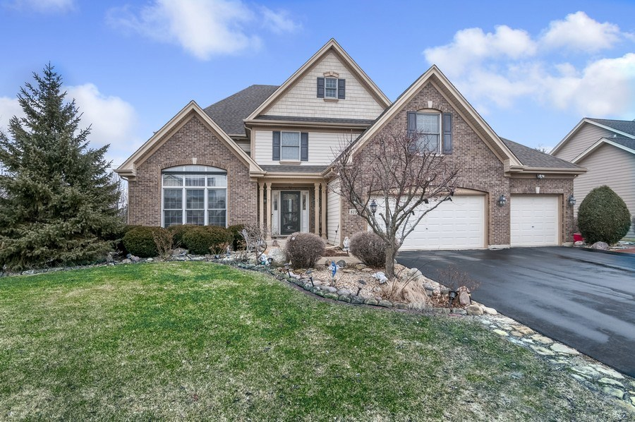 Real Estate Photography - 819 Farm Dr, West Chicago, IL, 60185 - Front View