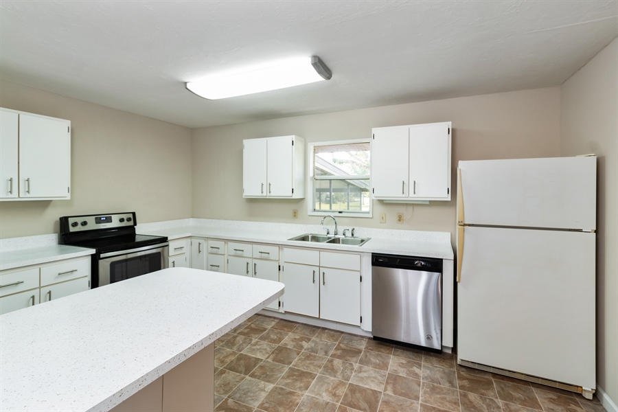 Real Estate Photography - 700 SAGINAW AVE., CLEWISTON, FL, 33440 - Kitchen