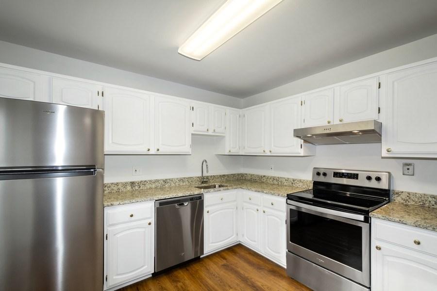 Real Estate Photography - 6929 Lafayette Park Dr, Annandale, VA, 22003 - Kitchen