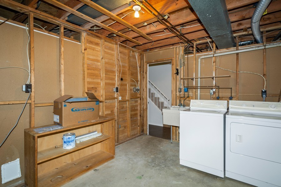 Real Estate Photography - 6929 Lafayette Park Dr, Annandale, VA, 22003 - Laundry Room