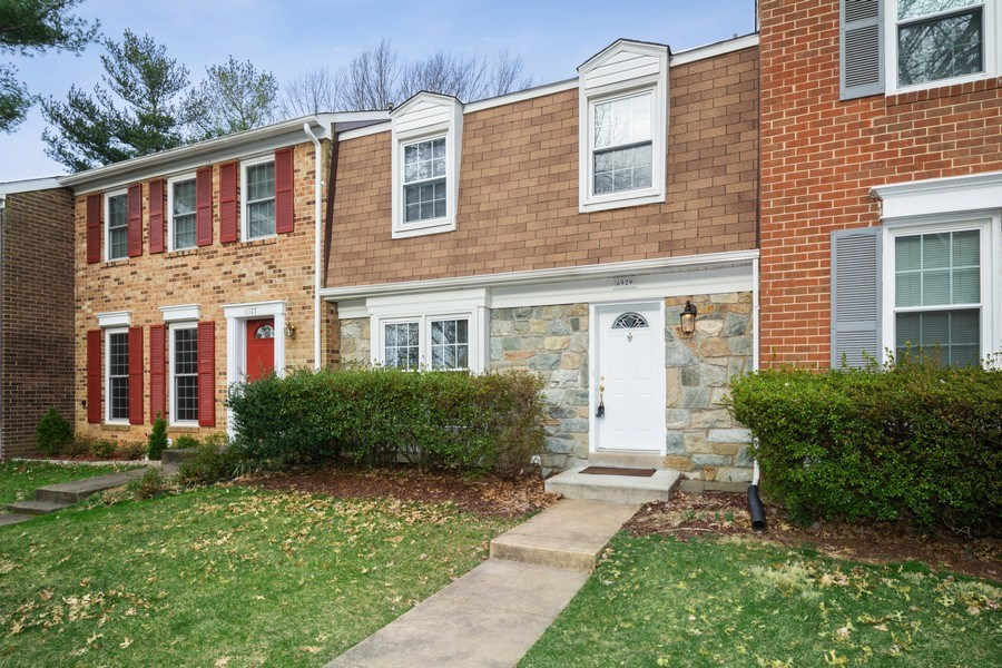 Real Estate Photography - 6929 Lafayette Park Dr, Annandale, VA, 22003 - Side View