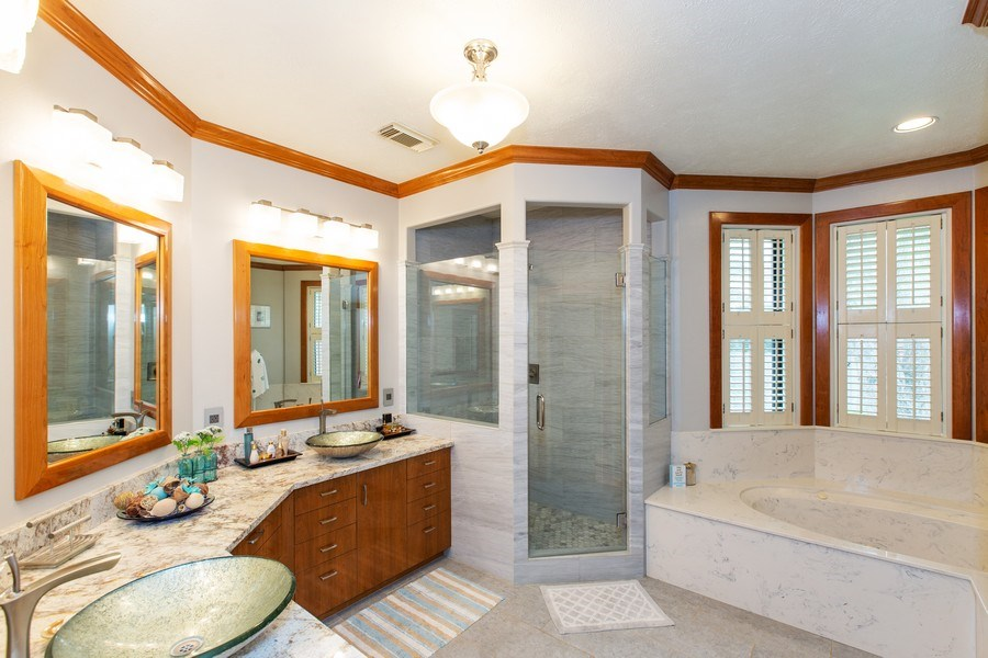 Real Estate Photography - 408 Fieldcreek Dr, Friendswood, TX, 77546 - Master Bathroom