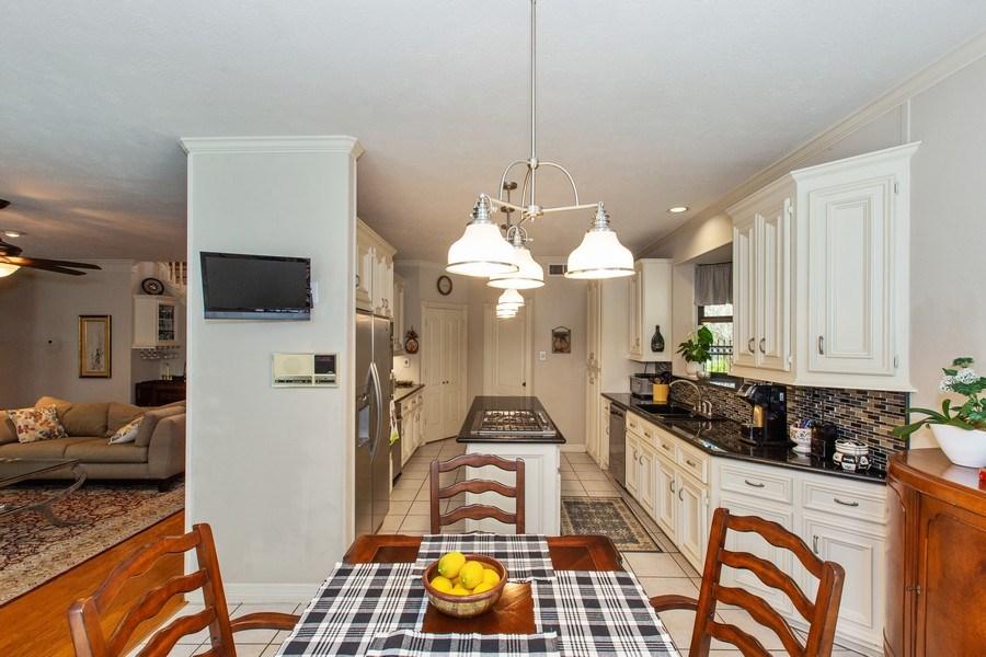 Real Estate Photography - 408 Fieldcreek Dr, Friendswood, TX, 77546 - Kitchen / Breakfast Room