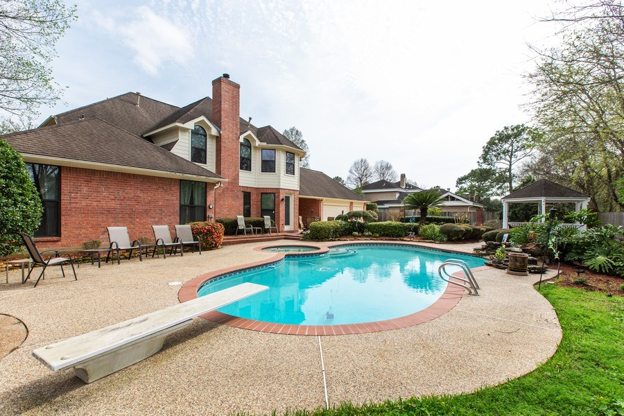 Real Estate Photography - 408 Fieldcreek Dr, Friendswood, TX, 77546 - Pool