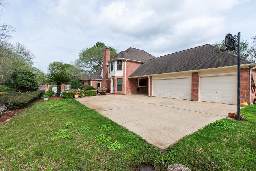 Real Estate Photography - 408 Fieldcreek Dr, Friendswood, TX, 77546 - Garage