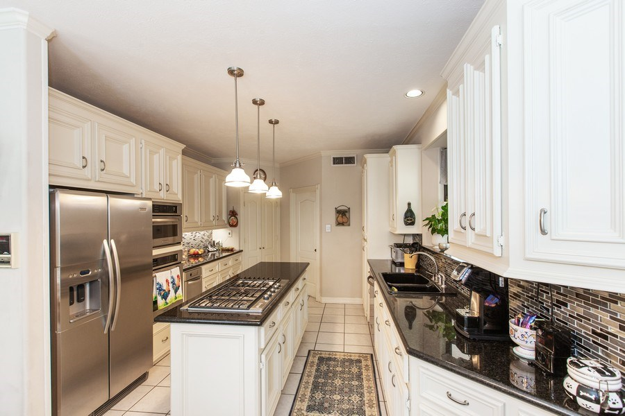 Real Estate Photography - 408 Fieldcreek Dr, Friendswood, TX, 77546 - Kitchen