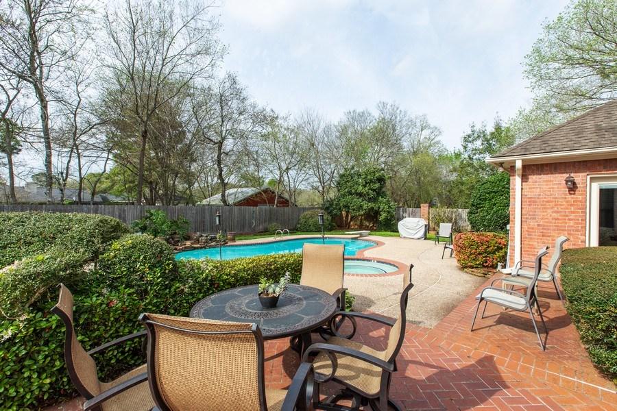 Real Estate Photography - 408 Fieldcreek Dr, Friendswood, TX, 77546 - Patio