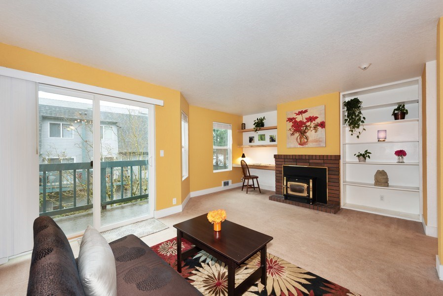 Real Estate Photography - 20620 60th Ave W #F, Lynnwood, WA, 98036 - Living Room