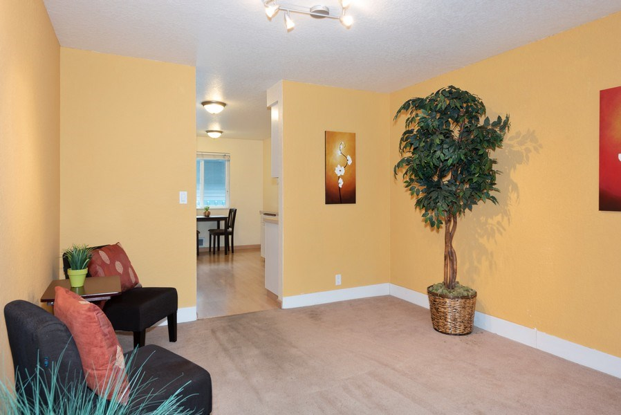 Real Estate Photography - 20620 60th Ave W #F, Lynnwood, WA, 98036 - Dining Room