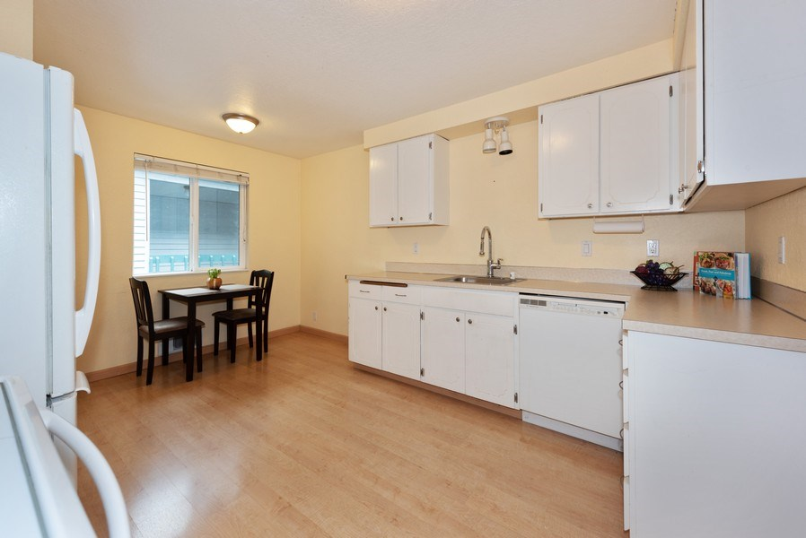 Real Estate Photography - 20620 60th Ave W #F, Lynnwood, WA, 98036 - Kitchen