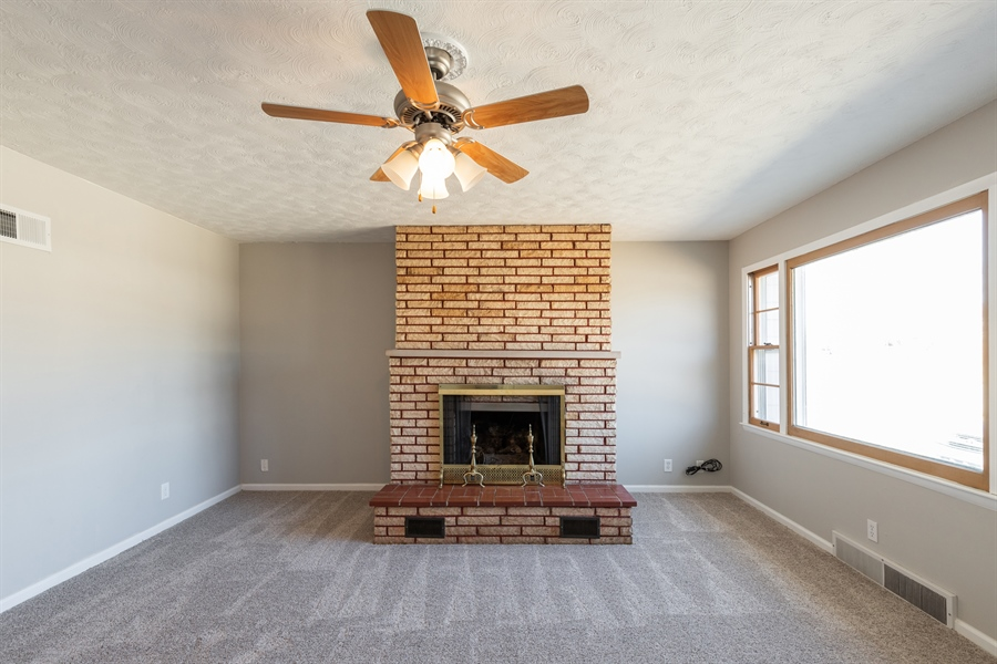 Real Estate Photography - 427 W SPRUCE ST, JUNCTION CITY, KS, 66441 -