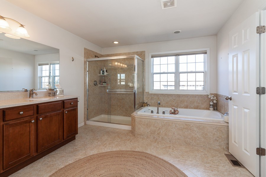 Real Estate Photography - 1020 Hickory Dr, Western Springs, IL, 60558 - Master Bathroom