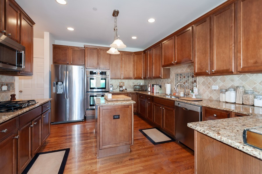 Real Estate Photography - 1020 Hickory Dr, Western Springs, IL, 60558 - Kitchen