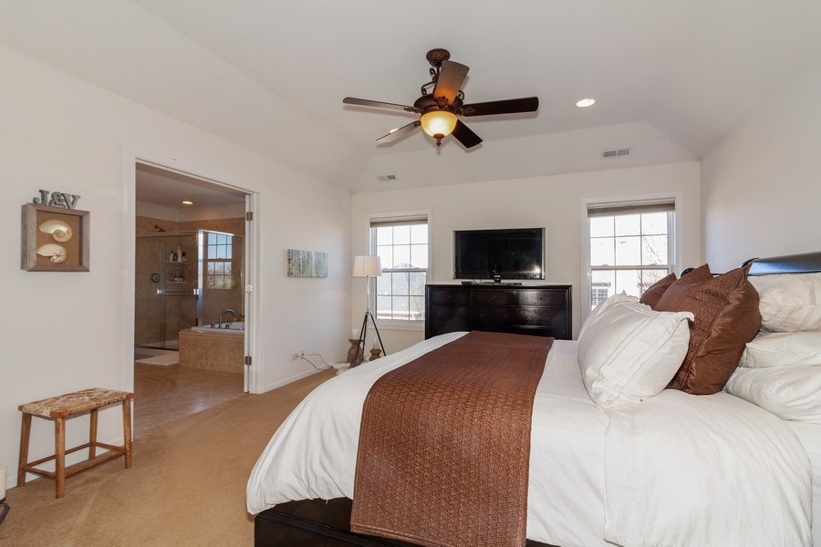 Real Estate Photography - 1020 Hickory Dr, Western Springs, IL, 60558 - Master Bedroom
