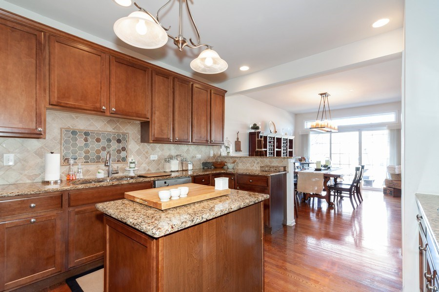 Real Estate Photography - 1020 Hickory Dr, Western Springs, IL, 60558 - Kitchen / Breakfast Room