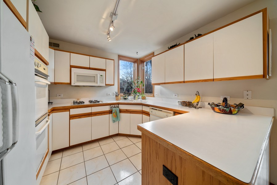 Real Estate Photography - 722 Feather Sound Dr, Bolingbrook, IL, 60440 - Kitchen