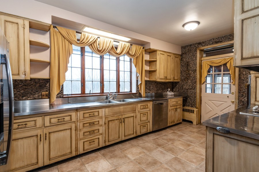 Real Estate Photography - 20353 Hilltop Road, Mokena, IL, 60448 - Kitchen