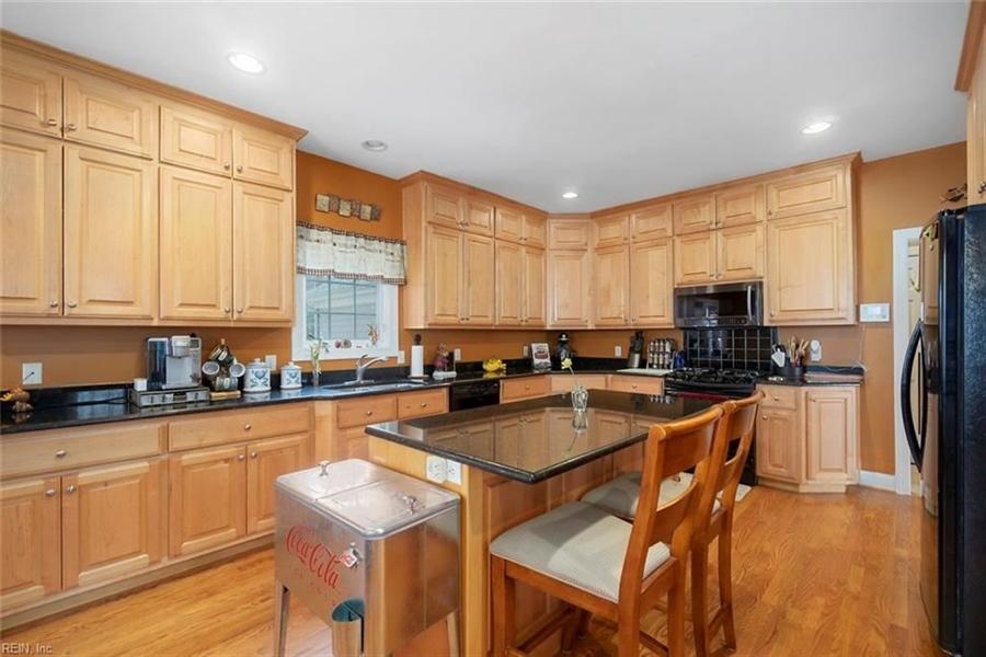 Real Estate Photography - 15785 Breezy Hill Ln, Smithfield, VA, 23430 - Location 12