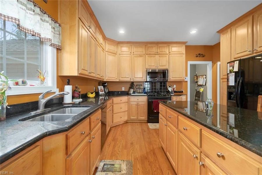 Real Estate Photography - 15785 Breezy Hill Ln, Smithfield, VA, 23430 - Location 16