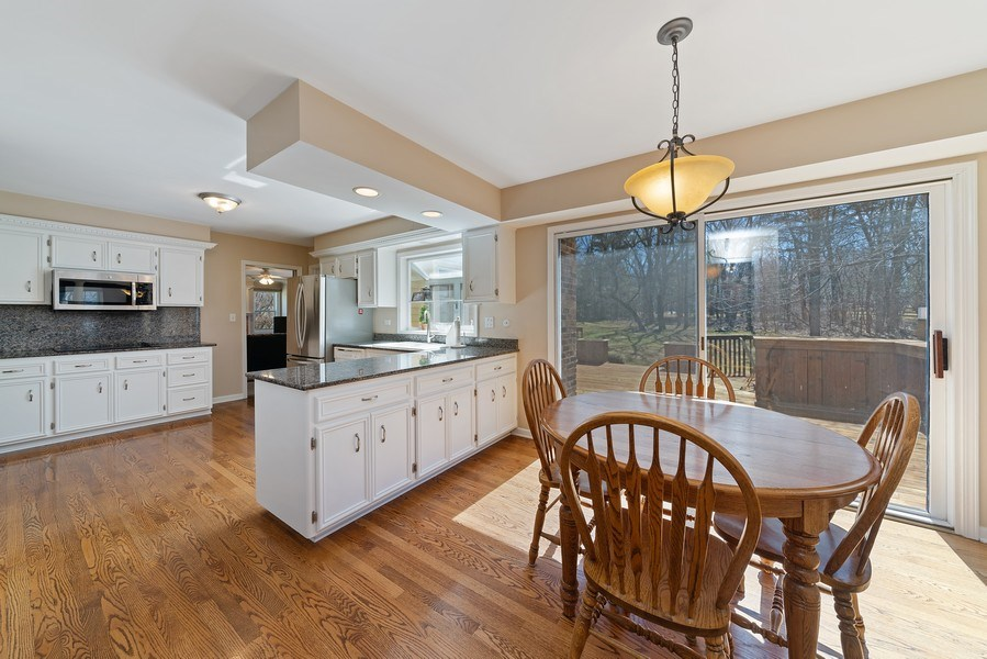 Real Estate Photography - 9 Ashbury Ln, Barrington Hills, IL, 60010 - Kitchen / Breakfast Room