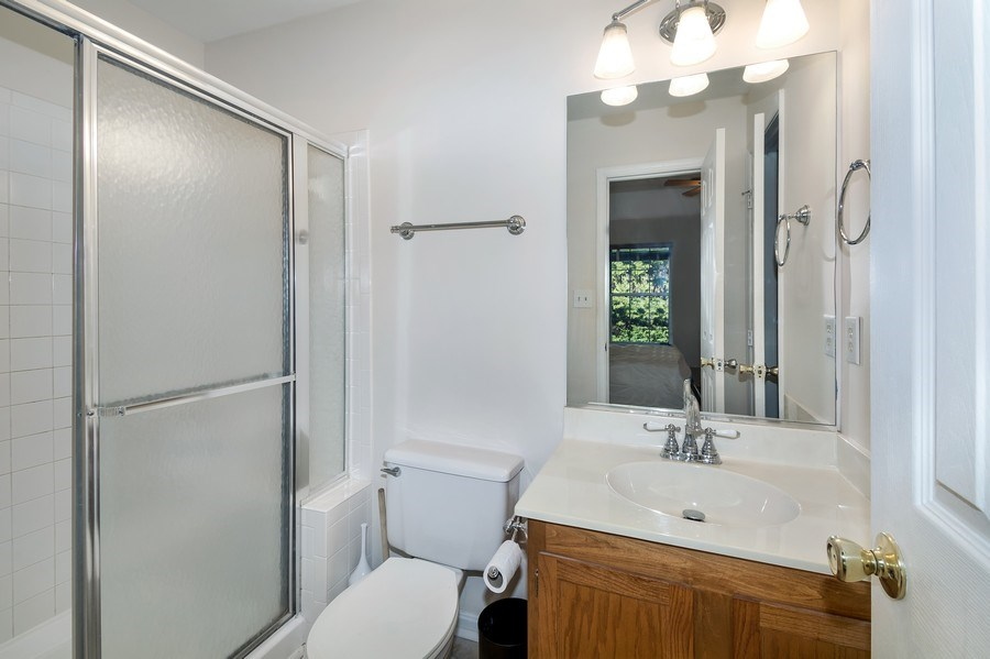 Real Estate Photography - 15072 Ardmore Loop, Woodbridge, VA, 22193 - Master Bathroom