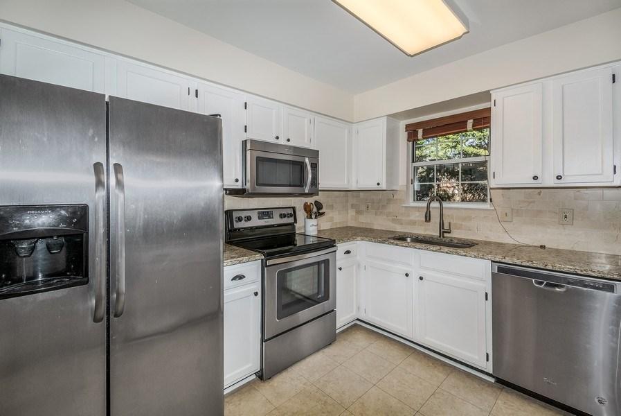 Real Estate Photography - 15072 Ardmore Loop, Woodbridge, VA, 22193 - Kitchen