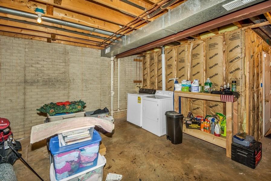 Real Estate Photography - 15072 Ardmore Loop, Woodbridge, VA, 22193 - Laundry Room