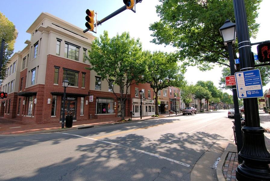 Real Estate Photography - 5904 Mount Eagle, Unit 1015, Alexandria, VA, 22303 -