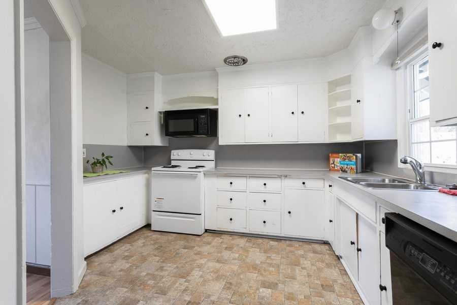 Real Estate Photography - 5818 East Dr, Everett, WA, 98203 - Kitchen