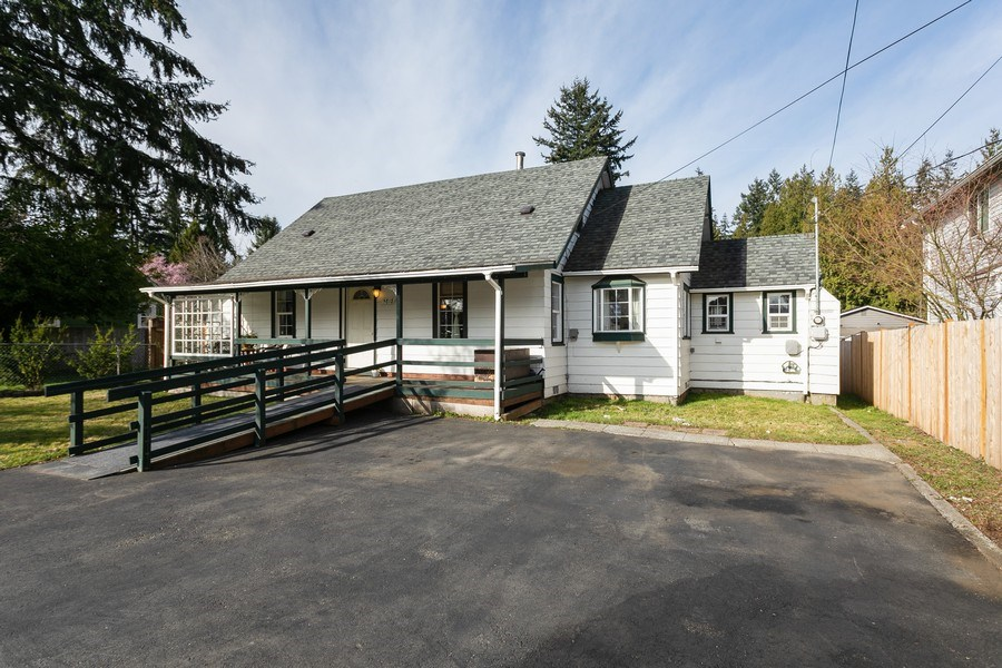 Real Estate Photography - 5818 East Dr, Everett, WA, 98203 - Front View