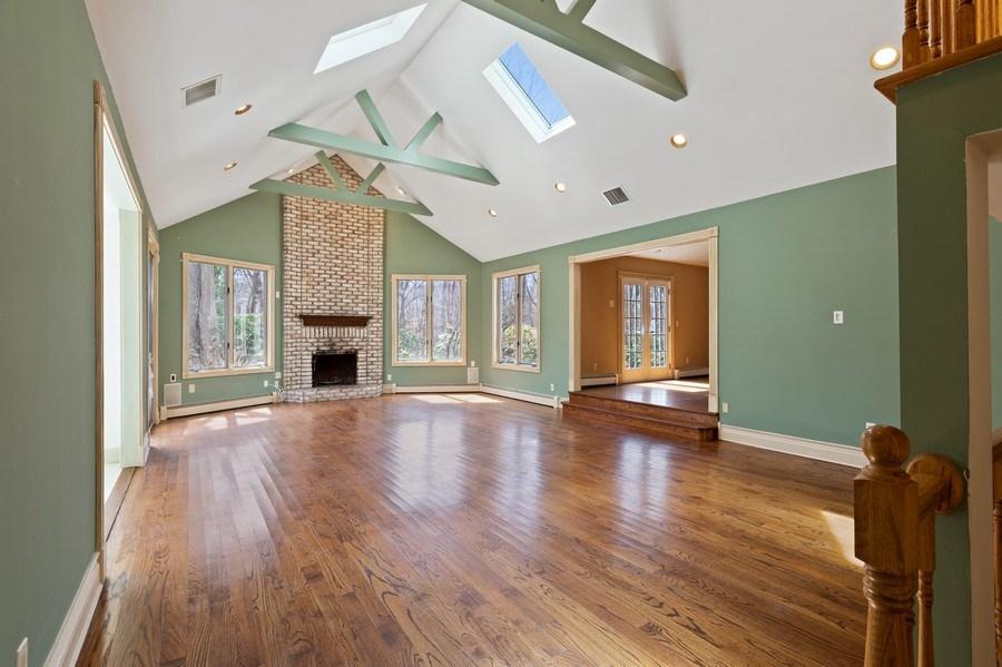 Real Estate Photography - 8 Soundcrest Ln, Lloyd Neck, NY, 11743 - Living Room
