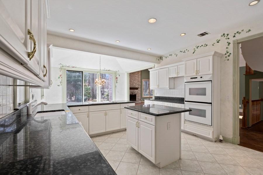 Real Estate Photography - 8 Soundcrest Ln, Lloyd Neck, NY, 11743 - Kitchen