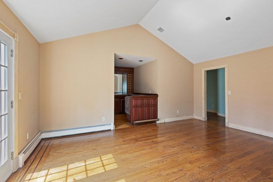 Real Estate Photography - 8 Soundcrest Ln, Lloyd Neck, NY, 11743 - Family Room