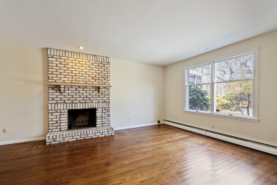 Real Estate Photography - 8 Soundcrest Ln, Lloyd Neck, NY, 11743 - Den