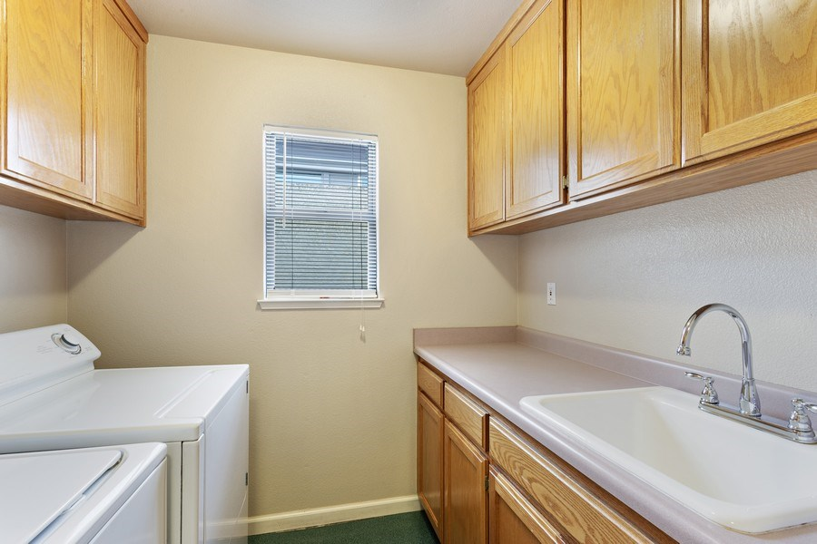 Real Estate Photography - 896 Ridgeview Dr, Woodland, CA, 95695 - Laundry Room