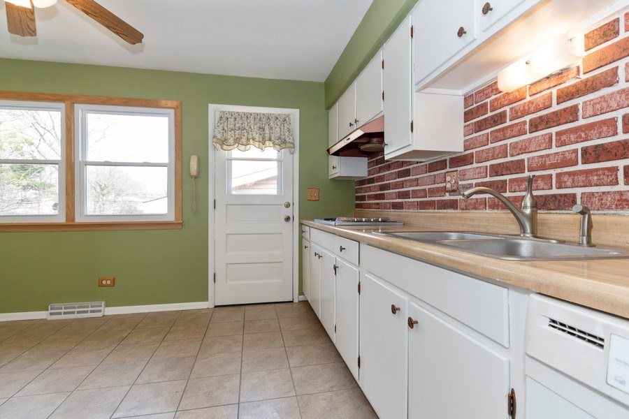 Real Estate Photography - 1410 S. Robert Drive, Mount Prospect, IL, 60056 - Kitchen