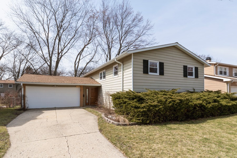 Real Estate Photography - 1410 S. Robert Drive, Mount Prospect, IL, 60056 - Front View