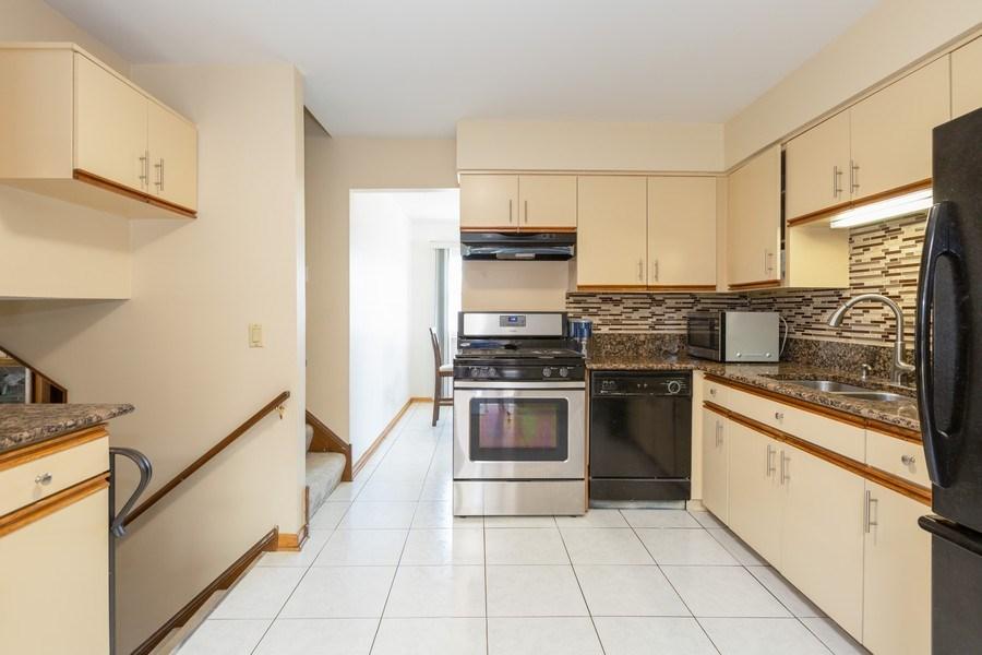 Real Estate Photography - 2123NorthHaig ct, palatine, IL, 60074 - Kitchen