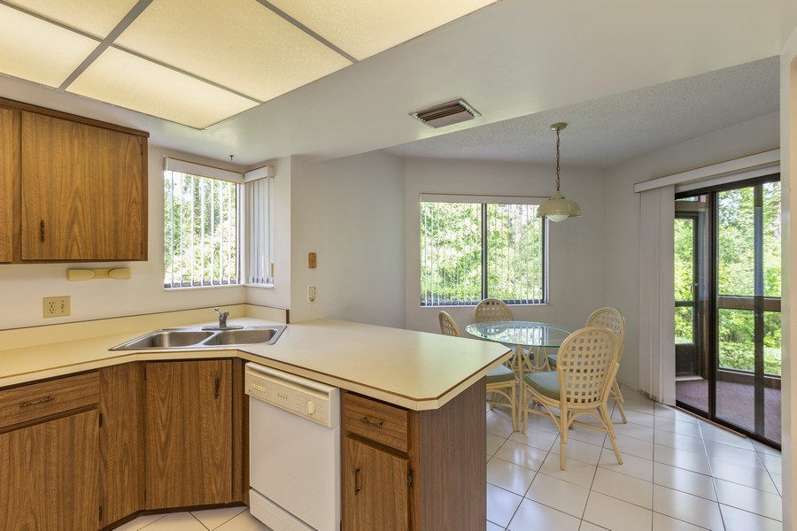 Real Estate Photography - 31 Oxford Lane, Palm Coast, FL, 32137 - Kitchen / Breakfast Room