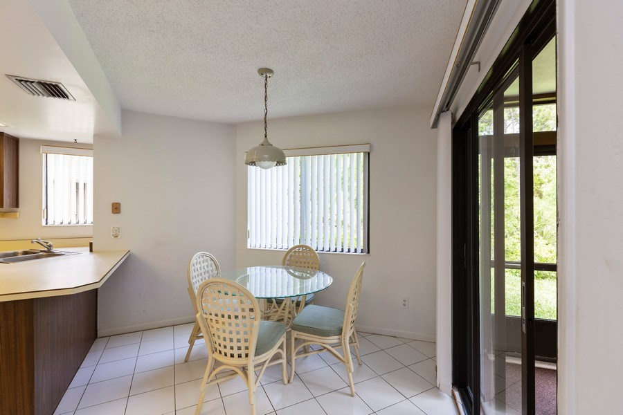 Real Estate Photography - 31 Oxford Lane, Palm Coast, FL, 32137 - Breakfast Area