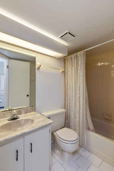 Real Estate Photography - 31 Oxford Lane, Palm Coast, FL, 32137 - Bathroom