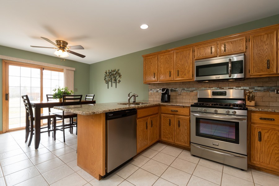 Real Estate Photography - 19444 Tramore Lane, Mokena, IL, 60448 - Kitchen / Breakfast Room