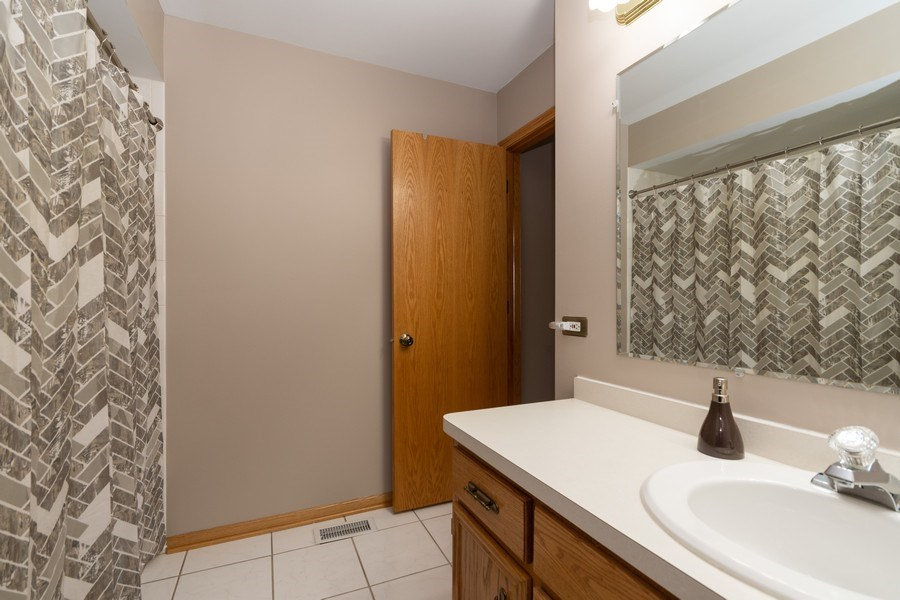 Real Estate Photography - 19444 Tramore Lane, Mokena, IL, 60448 - Bathroom