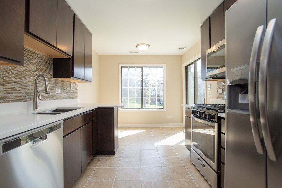Real Estate Photography - 4131 N. PHEASANT TRAIL CT, UNIT 5, ARLINGTON HEIGHTS, IL, 60004 - Kitchen