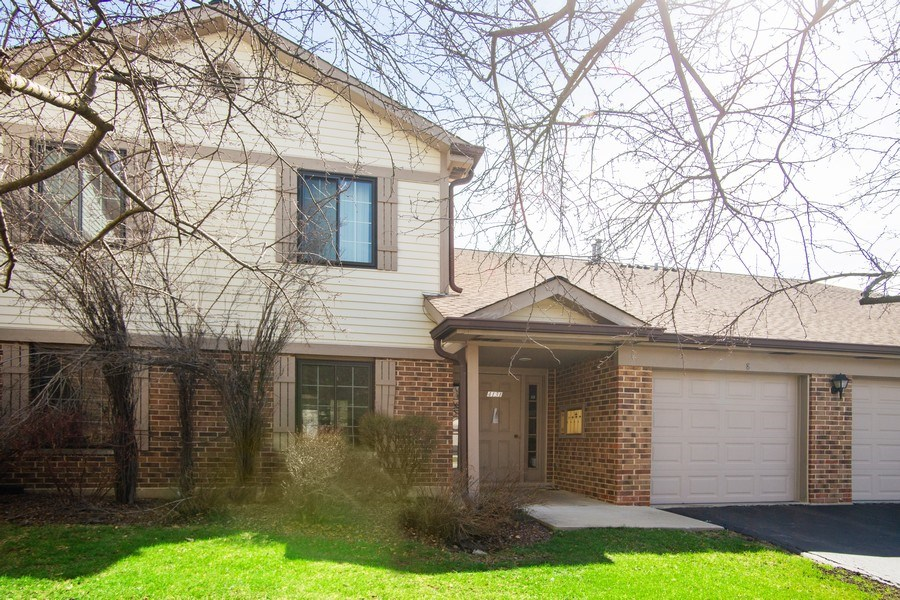 Real Estate Photography - 4131 N. PHEASANT TRAIL CT, UNIT 5, ARLINGTON HEIGHTS, IL, 60004 - Front View