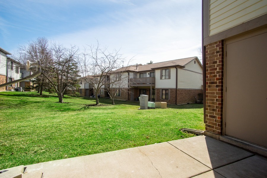 Real Estate Photography - 4131 N. PHEASANT TRAIL CT, UNIT 5, ARLINGTON HEIGHTS, IL, 60004 - Patio
