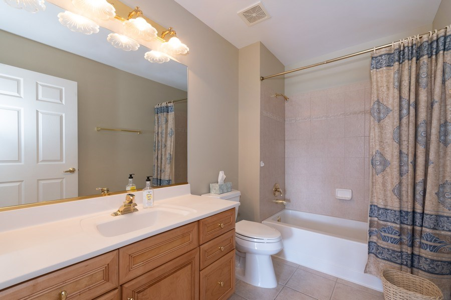 Real Estate Photography - 143 Hunt Club, St Charles, IL, 60174 - 2nd Bathroom