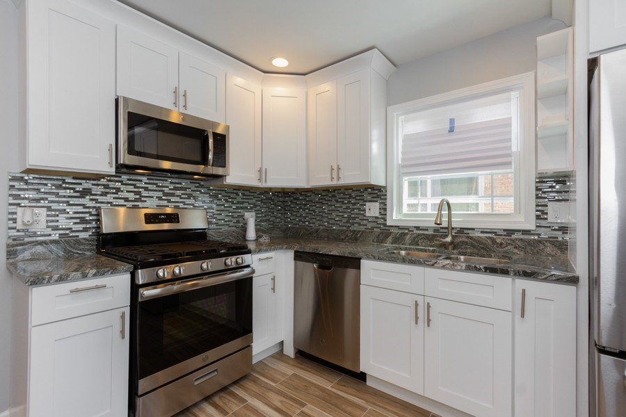 Real Estate Photography - 1038 W 109th St, Chicago, IL, 60643 - Kitchen