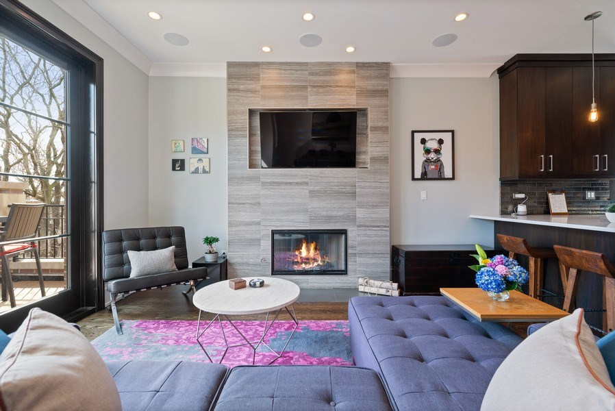 Real Estate Photography - 722 W. Aldine #4W, Chicago, IL, 60657 - Living Room