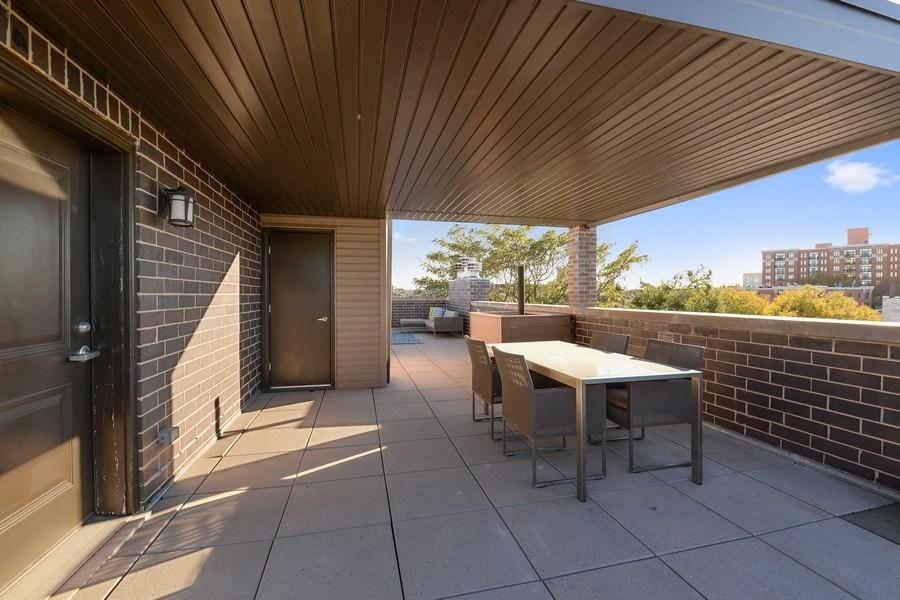 Real Estate Photography - 722 W. Aldine #4W, Chicago, IL, 60657 - Deck